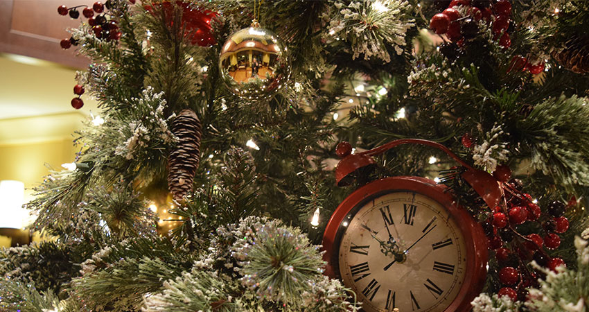 An image of ornaments on a Christmas tree
