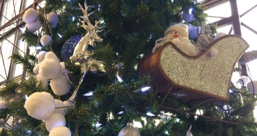 A closeup image of ornaments on a Christmas tree